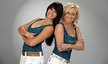 Die beiden charmanten Sängerinnen begeistern jedes Publikum.